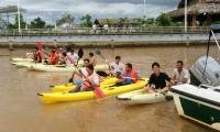 Nếu bạn thích bơi hay thích chơi các môn thể thao đặc biệt là các môn thể thao dưới nước như ván lướt sóng, câu cá, chèo thuyền thì kayak là một người bạn thể thao của bạn. Bạn sẽ có được những cảm giác thật tuyệt vời khi chèo thuyền trên dòng sông Tắc.